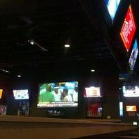 Foto tomada en Buffalo Wild Wings por Kriz B. el 5/22/2012