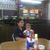 Das Foto wurde bei Bofet Delima Baru von ade p. am 3/31/2012 aufgenommen