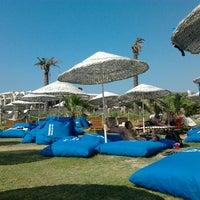 Das Foto wurde bei Alaçatı Beach Resort von NisaN . am 7/22/2012 aufgenommen