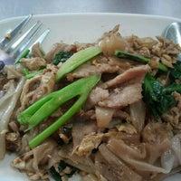 Photo taken at ไอ้หนูยอดผัก by Noi N. on 2/7/2012