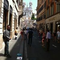Foto scattata a Via dei Condotti da Flavio M. il 6/18/2012