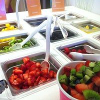 Photo taken at 16 Handles by Lynh N. on 5/27/2012