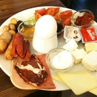 2/27/2012 tarihinde Erbil K.ziyaretçi tarafından Baal Cafe & Breakfast'de çekilen fotoğraf