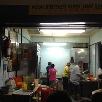Photo taken at 盘兄弟鲜蛤果条档@Kuala Lipis by Ho K. on 3/31/2012