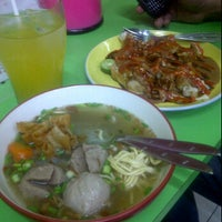 Photo taken at Bakso & Siomay Jendral by Chepy V. on 5/12/2012