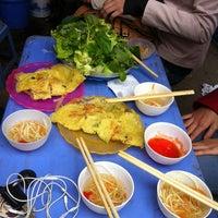Photo taken at Trường THPT Chuyên Hoá Học Tự Nhiên by Tuấn O. on 3/14/2012