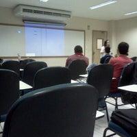 Photo taken at Sala 10512. Letras Lingua Inglesa by Robson T. on 4/25/2012