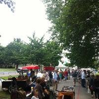 Das Foto wurde bei Flohmarkt Am Hohen Ufer von Ricardo F. am 7/7/2012 aufgenommen