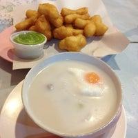 Photo taken at Dok Mai Shop by Jirunthorn V. on 8/20/2012