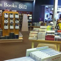 Foto tomada en Chapters por Christen 章. el 7/28/2012