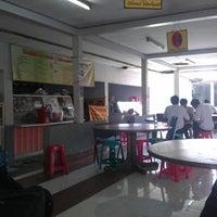 Photo taken at Kantin IT Telkom by Nico on 4/24/2012