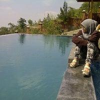 Photo taken at Jambuluwuk Batu Resort by SisiLna &. on 6/30/2012