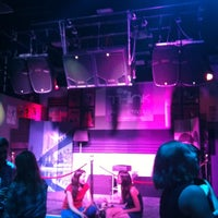 Foto tomada en Think Bar por Thomas B. el 5/15/2012