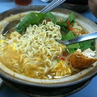 Photo taken at Restoran kawanku bangsar by Cindrellas S. on 4/19/2012