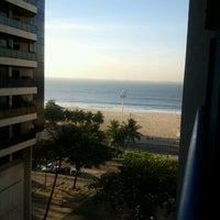 Foto tirada no(a) Oceano Copacabana Hotel por Antonio F. em 8/4/2012