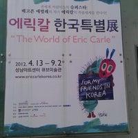 Photo taken at 성남아트센터 큐브미술관 by JeongMin P. on 8/26/2012