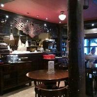 Photo prise au Cafe Adriatico par Luis L. le5/19/2012