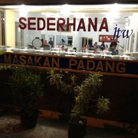 Photo taken at Rm Padang Sederhana by Indra S. on 8/20/2012