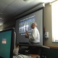 6/5/2012 tarihinde Megan H.ziyaretçi tarafından Classroom Building'de çekilen fotoğraf