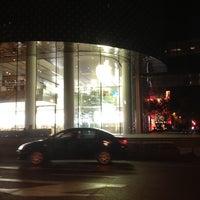 Photo taken at Apple 香港广场 by Jonathan K. on 8/31/2012
