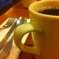 Photo taken at Broken Yolk Cafe by Melvin H. on 5/9/2012