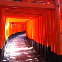 Photo taken at Fushimi Inari Taisha by Saay C. on 8/30/2012