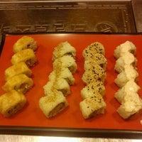 Foto tomada en Kaori Sushi Bar por Gina C. el 4/14/2012