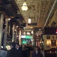 3/1/2012 tarihinde Jason W.ziyaretçi tarafından Lillie's Times Square'de çekilen fotoğraf