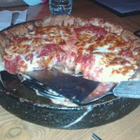 Photo taken at Uno Pizzeria & Grill - Columbia by Gloria🌸 R. on 2/14/2012