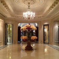 Photo prise au Hôtel Four Seasons George V par Den P. le6/7/2012