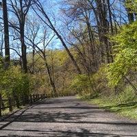 Foto diambil di Forbidden Drive Trail oleh Kait L. pada 4/6/2012