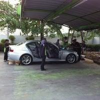 Photo taken at Meguiar Car Wash รังสิตภิรมย์ by Bizkit B. on 3/15/2012