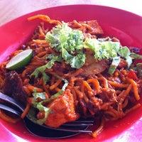 Photo taken at Mee Goreng Bangkok Lane by Joey C. on 4/7/2012