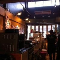 Снимок сделан в Pacamara Boutique Coffee Roasters пользователем Airada S. 6/26/2012