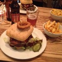 Снимок сделан в Carnaby Burger Co пользователем Pierre O D. 4/21/2012