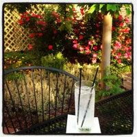 5/19/2012 tarihinde Lauren B.ziyaretçi tarafından Weegee's Lounge'de çekilen fotoğraf