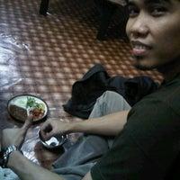 Photo taken at Rumah Makan Makassar Marannu by Bangsawan T. on 4/14/2012
