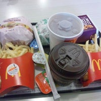Photo taken at マクドナルド 佐賀ゆめタウン店 by Celica on 2/19/2012