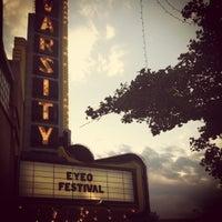 Foto scattata a Varsity Theater & Cafe des Artistes da claire il 6/7/2012