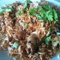 Photo taken at Ruen Thai Kung Pao by Anothai O. on 6/27/2012