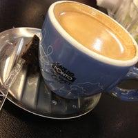 Photo taken at Café do Ponto by LuiZ FeLipE C. on 5/29/2012