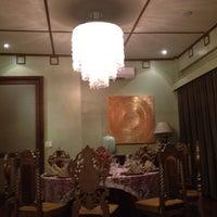 4/22/2012 tarihinde Chatchi C.ziyaretçi tarafından Casa Roces'de çekilen fotoğraf