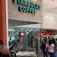 Foto tomada en Starbucks por Brian B. el 5/26/2012