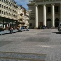 6/14/2012 tarihinde Jonathan B.ziyaretçi tarafından Muntplein / Place de la Monnaie'de çekilen fotoğraf