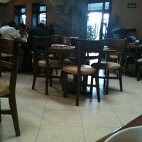 Foto tomada en Restaurant Mary Cristy por Brenda O. el 8/19/2012