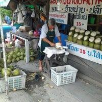 Photo taken at ลุงใจดี มะพร้าวน้ำหอมสามพราน by Nopphdon S. on 6/1/2012