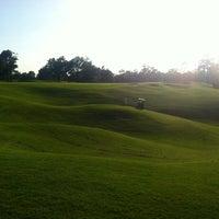 Foto scattata a River Oaks Country Club da Phoebe M. il 5/31/2012