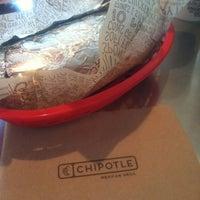 6/9/2012 tarihinde Lindseyarleneziyaretçi tarafından Chipotle Mexican Grill'de çekilen fotoğraf
