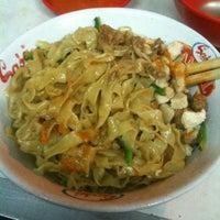 2/15/2012 tarihinde Jawa J.ziyaretçi tarafından Bakmi Lung Kee'de çekilen fotoğraf
