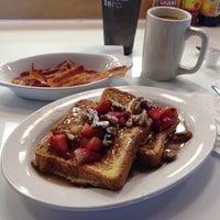 รูปภาพถ่ายที่ Uptown Kitchen & Bar โดย Josh S. เมื่อ 3/25/2012